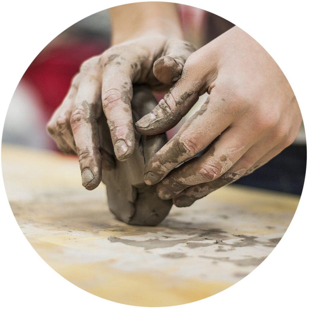 clay-hands-circle